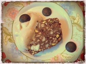 Сладкиш без печене с орехи и целувки + домашен сладолед отбанани